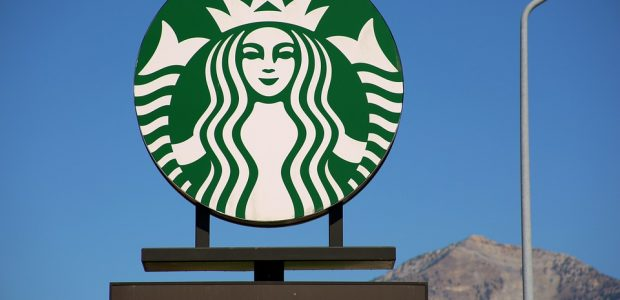 get free drinks with Starbucks rewards